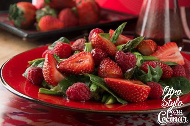 ens. frutos rojos y espinacas